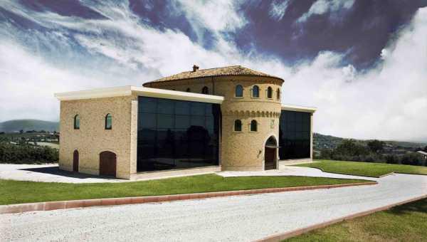 Il Castello Malleus e L'Antica Bottega Amanuense di Recanati