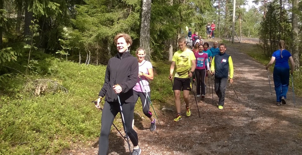 NORDIC WALKING IN FULL IMMERSION